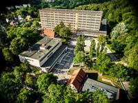 Widok na budynek Studium Praktycznej Nauki Języków Obcych z lotu ptaka