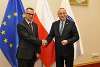 Obecny rektor prof. Janusz Moryś z rektorem-elektem prof. Marcinem Gruchałą