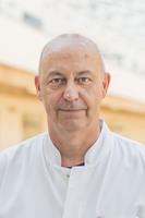 prof. Witold Rzyman, ordynator Kliniki Chirurgii Klatki Piersiowej UCK