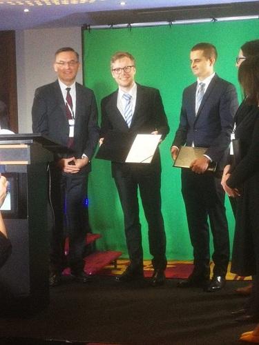dr Jarosław Dulski (drugi od lewej) na uroczystości wręczenia nagrody